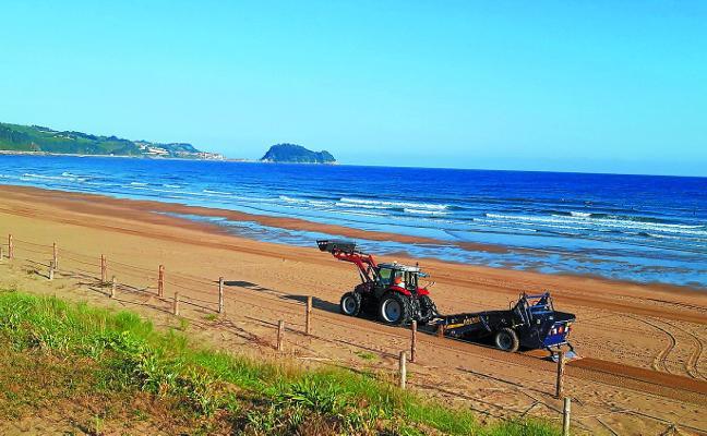Limpieza diaria en verano de la playa