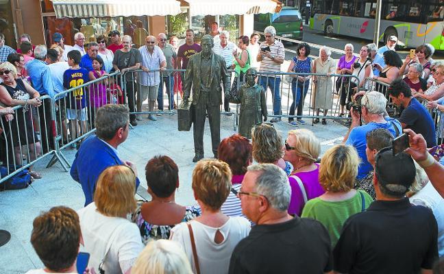 «Esta escultura representa mucho de la historia de Irun»