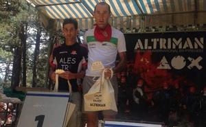 Bixente Igarzabal sube al podio en el triatlón La Altriman, en Francia