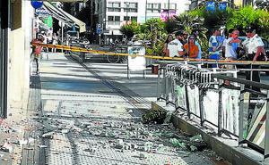 Cae la barandilla de un balcón del 7º piso en la calle Hernani de San Sebastián