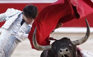 Roca Rey, resentido de una lesión, será baja el viernes en Pamplona