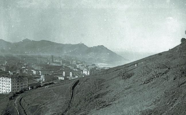 1964 | Un toro huye del matadero y sube Ulia a la carrera