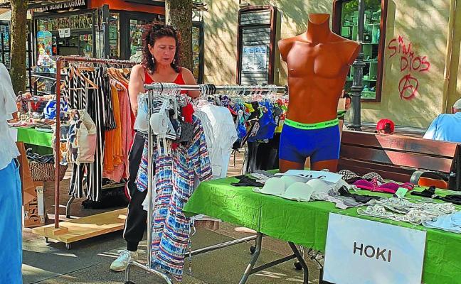 Prendas a buen precio en la Feria de rebajas