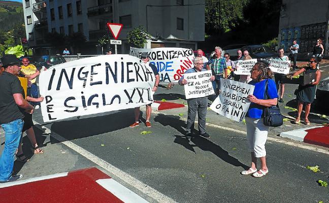 Arriaga-San Antolín reclama un semáforo
