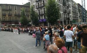 Cientos de vecinos muestran su rechazo a la agresión sexual cometida en Beasain