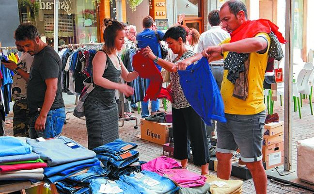 Eibar acoge la feria de las rebajas de verano durante la próxima semana