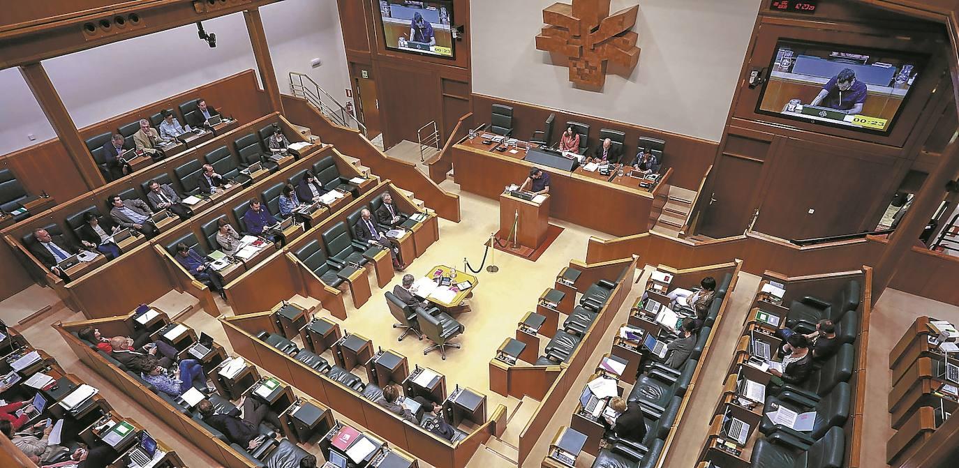 El Gobierno de Urkullu llega al último curso de la legislatura con 21 leyes de su programa pendientes