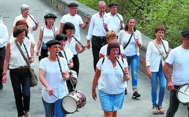 Bide erdia eginda, festa giro bikaina Alegian