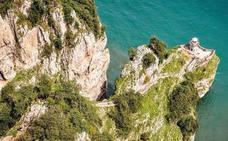 El chapuzón de los 796 escalones: una de las maravillas menos conocidas del Cantábrico