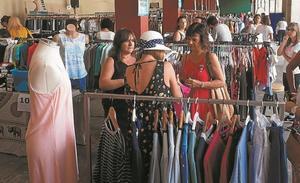 Quince establecimientos llevarán mañana sus rebajas a la plaza de Euskadi