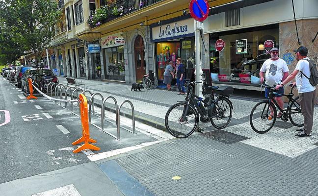 Movilidad elimina plazas de residente en el Centro y Gros para colocar aparcabicis fijos