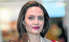 Angelina deja los niños a Brad en vacaciones