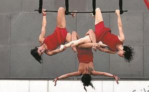 Acrobacias, circo y teatro, esta tarde en la Plaza con 'Haiek naiz' de Rojo Telón