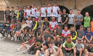 Castellóko Adrián Palauk irabazi zuen bizikleta jaitsiera eta Jon Larrea, bigarren kadete mailan
