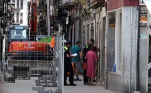 Los vecinos de los portales cercanos al edificio derrumbado en Elgoibar vuelven a casa