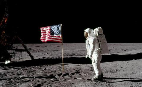 ¿Sigue en pie la bandera que se plantó en la Luna?