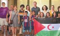 Cálida bienvenida a los niños saharauis