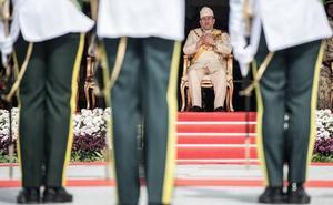El sultán malasio se divorcia de la modelo rusa por la que abdicó