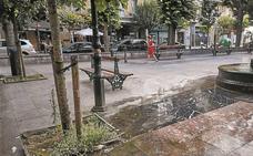Peligro de tropezones en la plaza Alfonso XIII