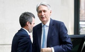 El ministro de Finanzas británico anuncia que dimitirá si Johnson sustituye a May