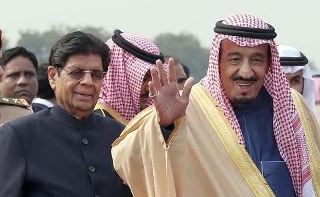 El rey de Arabia, veraneo sin salir del país