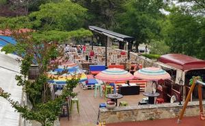 Ameztigain: Una terraza con todo tipo de servicios