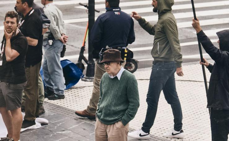 Woody Allen saca la alfombra roja