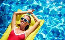 ¿Sabías que el uso de lentillas en playas y piscinas aumenta el riesgo de infecciones oculares?