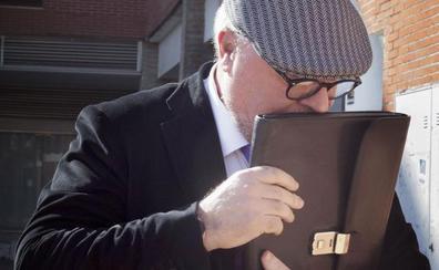 El juez cree que la cúpula de BBVA consintió los contratos del banco con Villarejo