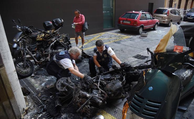 Nueve motos incendiadas de madrugada en Donostia