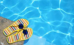 Estos son los riesgos que tiene usar chanclas en verano