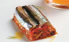 Receta de lasaña fría de anchoas marinadas con verduras y salsa de gazpacho de Martín Berasategui