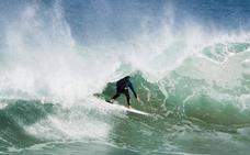 Las 13 mejores playas de surf en el Cantábrico