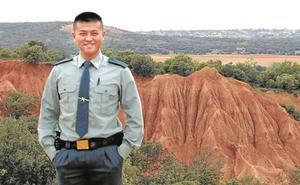 El agente de origen chino que entró en la Guardia Civil