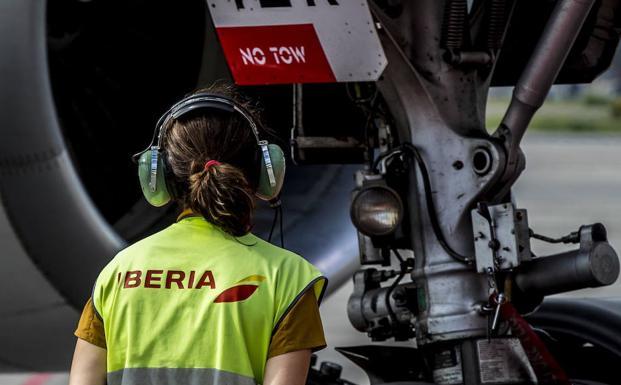 Los trabajadores de tierra de Iberia en Loiu irán a la huelga a partir del miércoles
