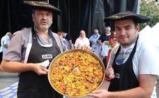 Éxito de participantes y público en el concurso de paella