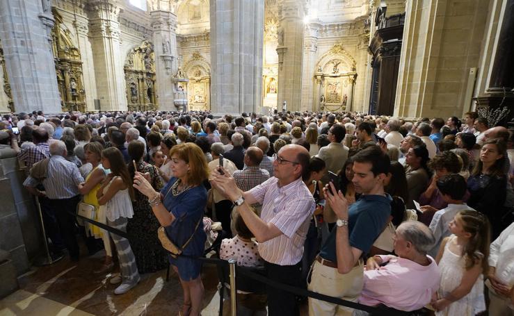 La Salve llena la basílica de Santa María