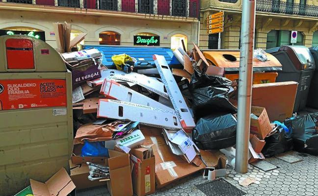 Exceso de basura en la calle Easo