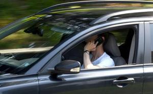 Uno de cada diez vascos ha utilizado alguna vez una red social mientras conducía