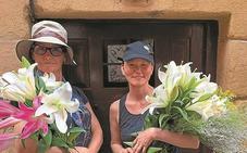 Gina Gershon, la actriz del film de Woody Allen, de incógnito por Pasaia
