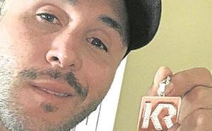 Kiko Rivera subasta un collar