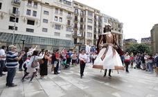 Los gigantes de Irun se «hermanan» con los de Donostia
