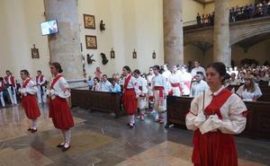Baile de espadas en Zumarraga en honor a la Virgen
