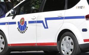 Detenido en Eibar tras ser sorprendido robando de un coche efectos por valor de más de 700 euros