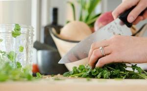 Alimentos que no deberías consumir sin cocinar