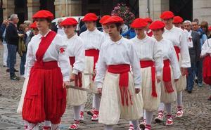 Festividad de Ntra. Sra. de la Asunción con baile de espadas