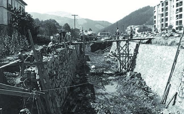 Trabajos en Araba Etorbidea durante los años 60