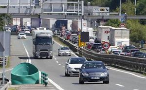 Los transportistas de Gipuzkoa denuncian que las restricciones del G-7 les obligan «a parar»