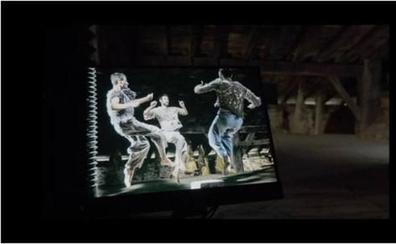 'Dantza' filmeko erakusketa, talde teknikoaren bisita gidatuarekin
