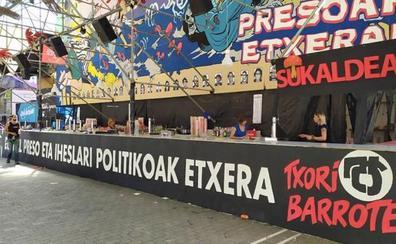 La Audiencia Nacional ordena la retirada inmediata de fotos de presos de ETA de una txosna en Bilbao